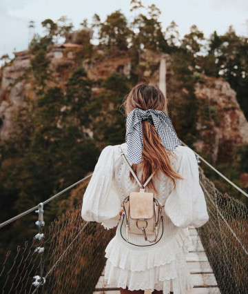 modne-apaszki-na-lato-2019-najmodniejsze-trendy-sezonu