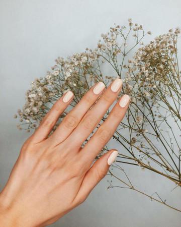 paznokcie-na-jesien-2020-modne-kolory-ksztalty-oraz-design
